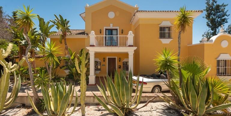 Villa-for-sale-in-Estepona-Alta-Estepona