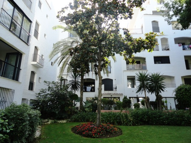 Apartment For Sale In Puerto Banus, Marbella