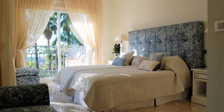 josarealty-Frontline-Golf-Villa-For-Sale-In-Los-Arqueros-Benahavis-1