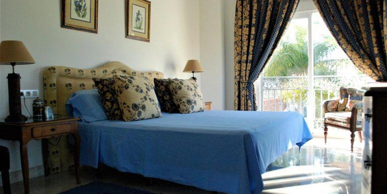 josarealty-Frontline-Golf-Villa-For-Sale-In-Los-Arqueros-Benahavis-3