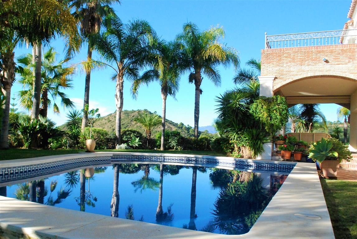 Frontline Golf Villa For Sale In Los Arqueros, Benahavis