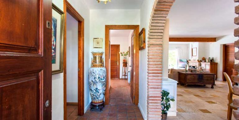 Villa-For-Sale-In-El-Paraiso-Estepona-Josa-Realty