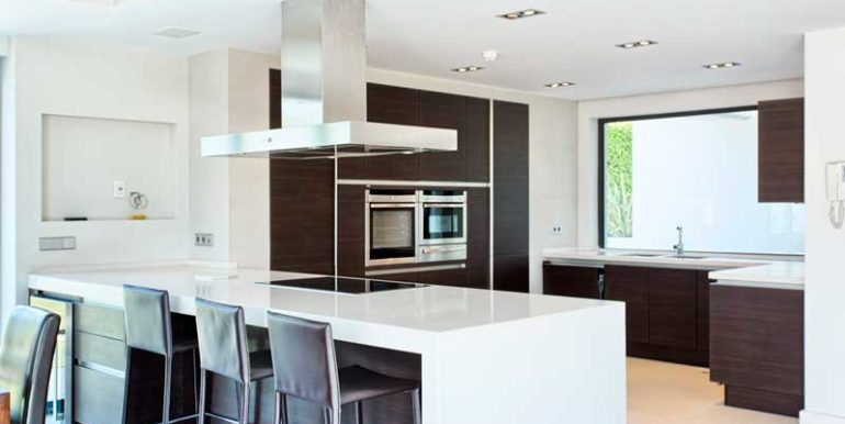 11_kitchen_and_dining
