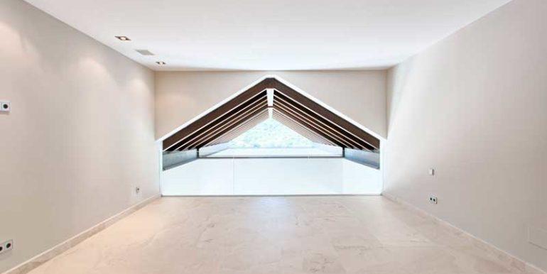 Modern-Villa-For-Sale-In-Los-Arqueros-Golf-Benahavis-Josa-Realty