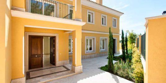 Villa For Sale In Los Arqueros