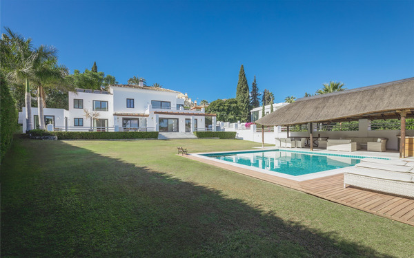 josa-realty-villa-for-sale-near-centro-plaza-nueva-andalucia