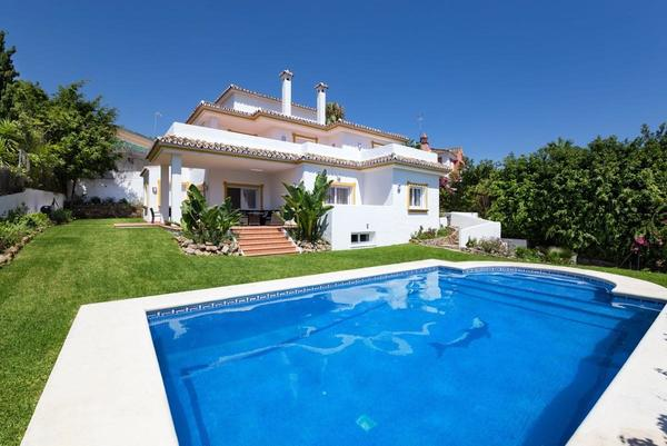 Luxurious Villa For Sale in Rio Verde, Marbella