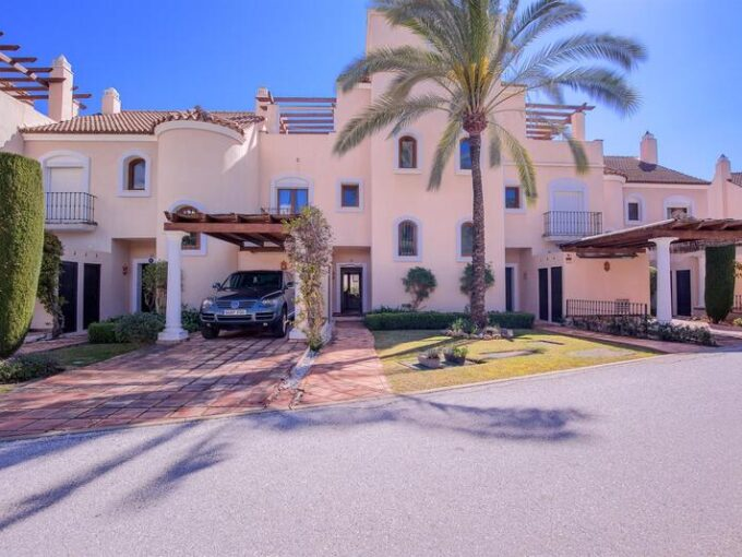 josa-realty-renovated-townhouse-for-sale-in-paraiso-hills-estepona