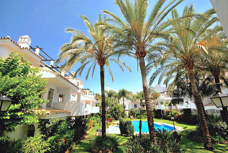 Apartment For Sale in Los Naranjos de Marbella, Nueva Andalucia