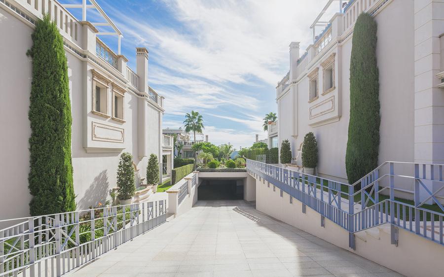Townhouse For Sale In Sierra Blanca, Marbella