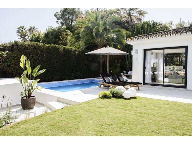 outdoor-furniture-sun-loungers-dsc-2134-copy-1618x1080