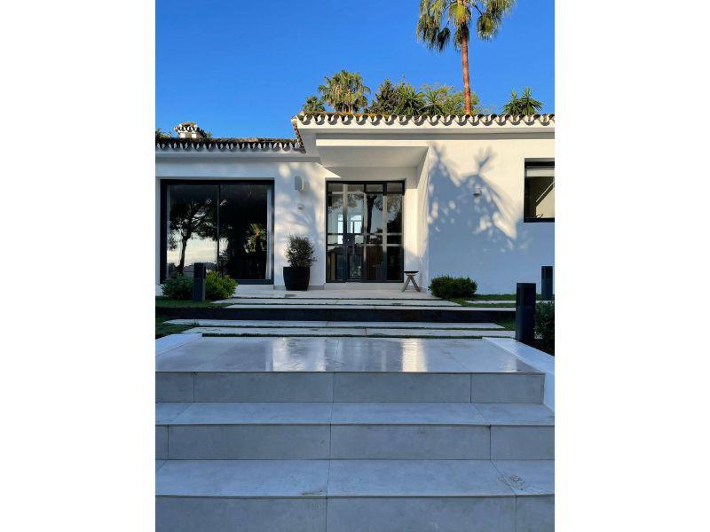 Modern Villa For Sale in Las Brisas, Marbella