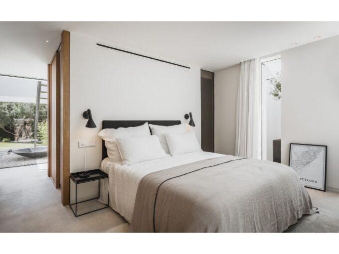 Modern Villa For Sale in La Cerquilla, Nueva Andalucia